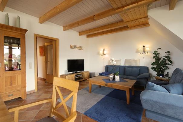 gro e 2 zimmer ferienwohnung im reetdachhaus in loddin k lpinsee. Black Bedroom Furniture Sets. Home Design Ideas