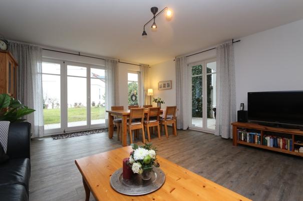 residenz bellevue ferienwohnung 39 5 sterne ausstattung herrmann. Black Bedroom Furniture Sets. Home Design Ideas