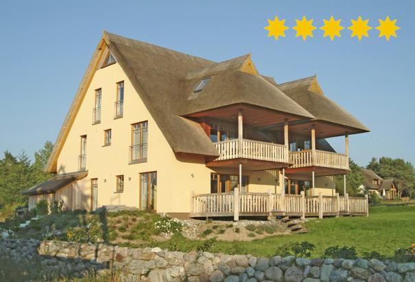 5-Sterne-Ferienwohnungen in einem Reetdachhaus in Loddin mit Achterwasserblick, inklusive kostenfreiem DSL und Telefon